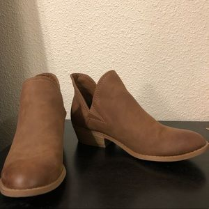 UNIVERSAL THREAD BOOTIES